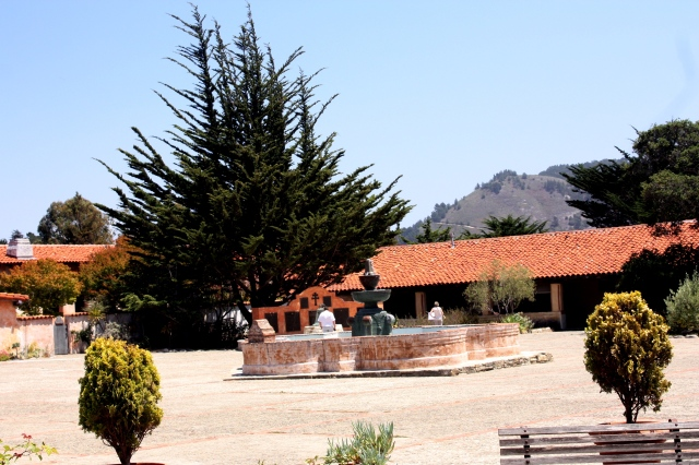 Curtea interioară a mănăstirii cu fântâna