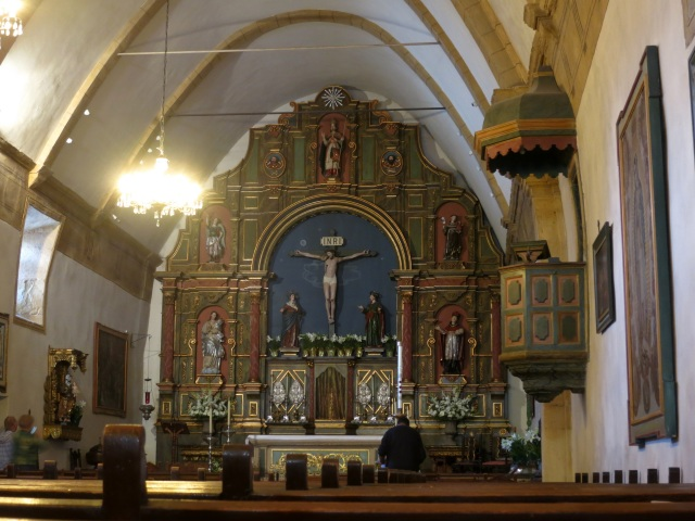 Vederea altarului. Imagine preluat[ de pe Internet
